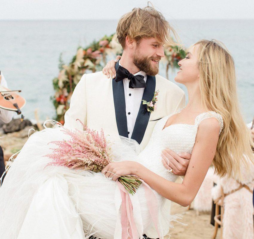 Elegant beach wedding in stunning Crete