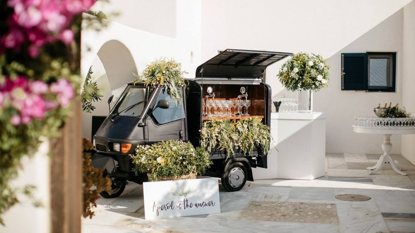 Delight your Wedding Guests with a Prosecco Bar Van