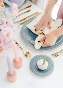 how to put a napkin ring