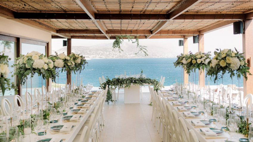 An emerald green micro wedding in the Athenian Riviera